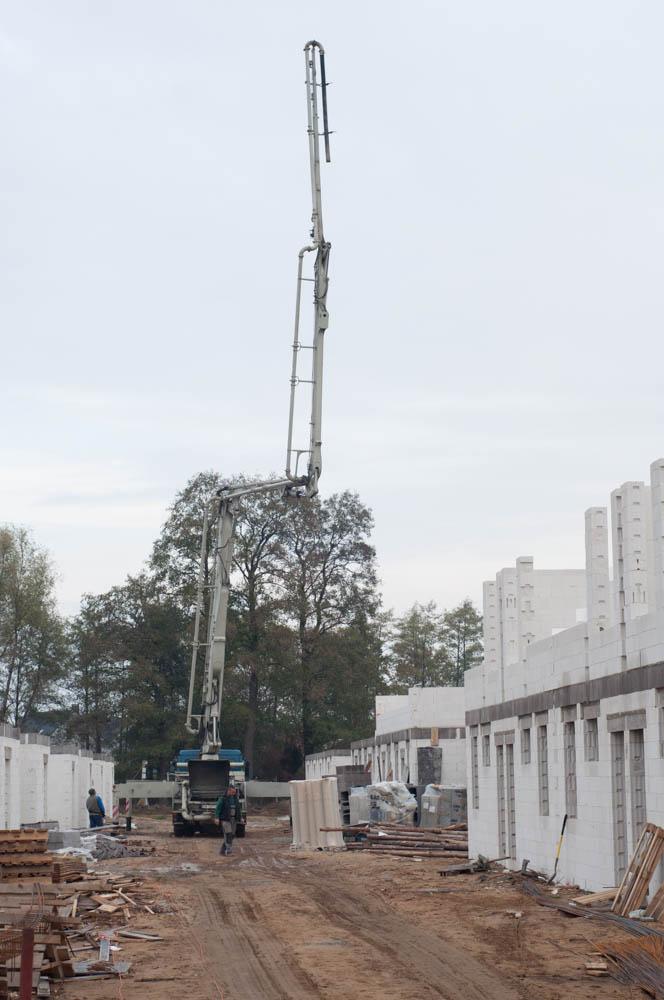 rozstawienie pompy na beton na osiedlu