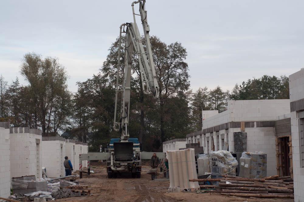 rozstawianie pompy na beton